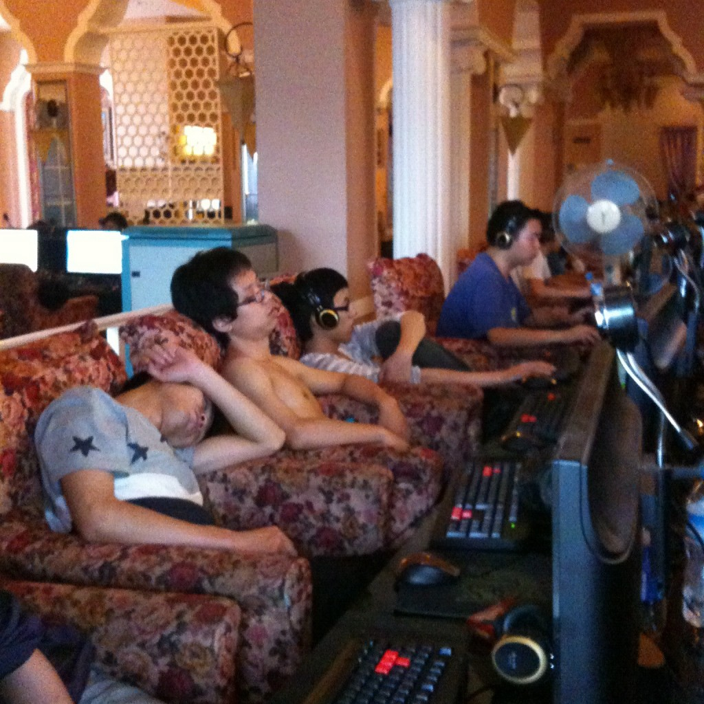 Internet Cafe combatants